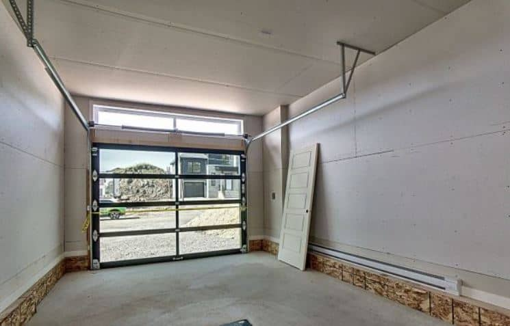 Garage (porte vitrée en option)